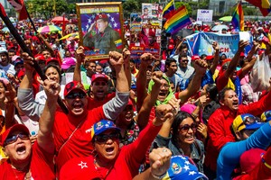 Cientos de personas participan en una manifestacion a favor del Gobierno del presidente de Venezuela Nicolas Maduro.