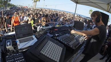 Actuación del productor y dj britanico Richie Hawtin, una sesión dotUp junto al mar en el Skate Agora de Badalona, cita incluida en el programa del Festival Sonar 2017.