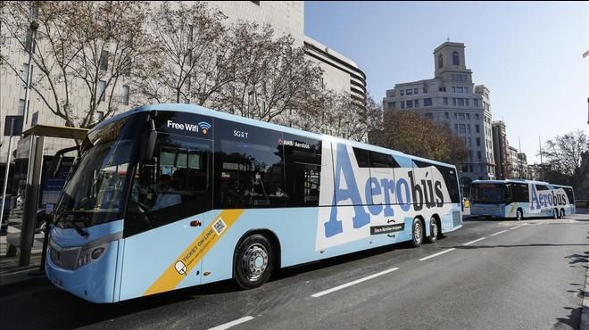 Uno de los veh�culos del servicio Aerob�s dotados con wifi