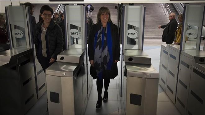 La alcaldesa de L'Hospitalet, N�ria Mar�n, accede al vest�bulo de la futura estaci�n Fira, de la L-9 del metro.