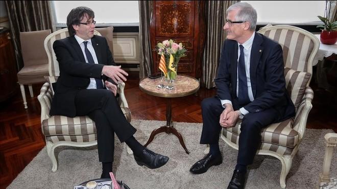 Carles Puigdemont, durante una entrevista con el presidente flamencoGeert Bourgeois.