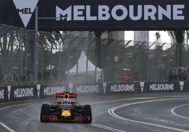 El piloto de�Red Bull Daniel Ricciardo durante los entrenos�en el Albert Park de Melbourne.�
