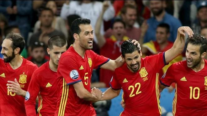 Iniesta enforteix la 'filosofia Barça' en la renascuda Espanya