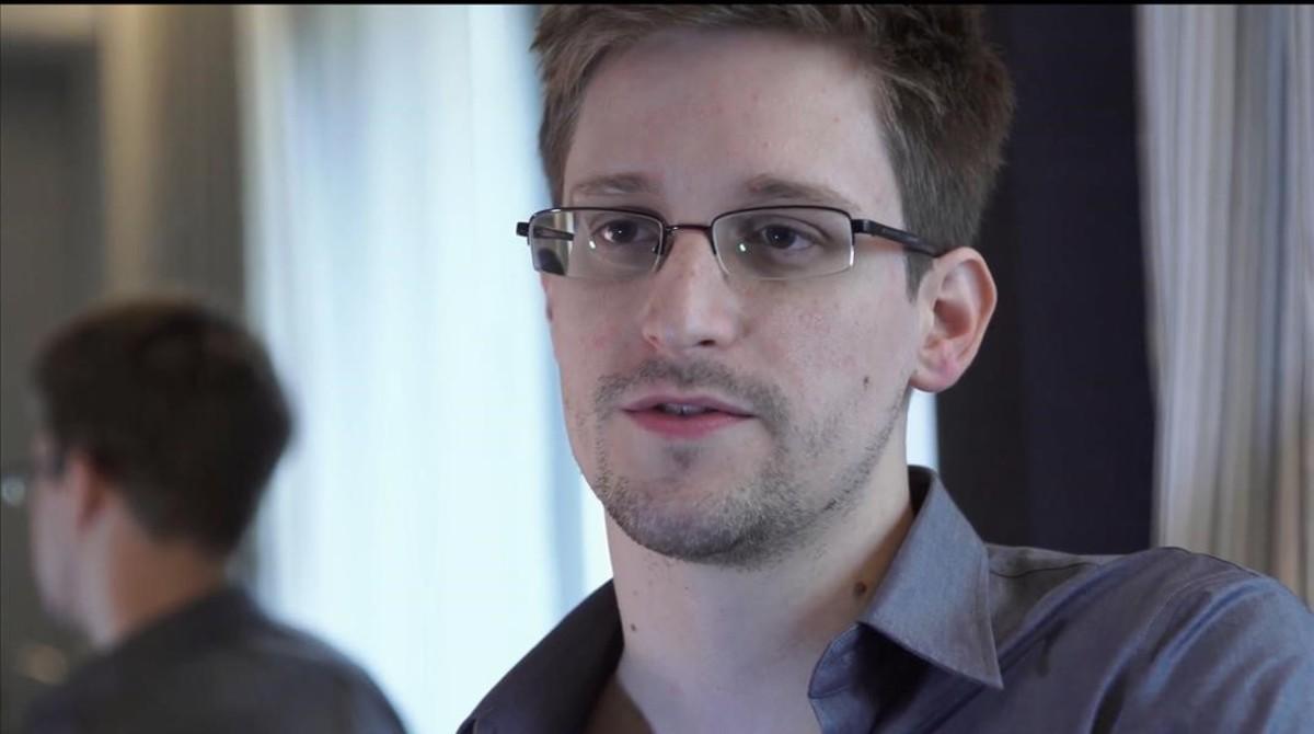 Ana Pastor, con Edward Snowden