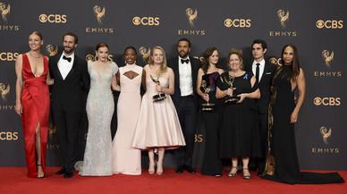 'The Handmaid's Tale' y 'Veep' conquistan unos Emmy marcados por Trump