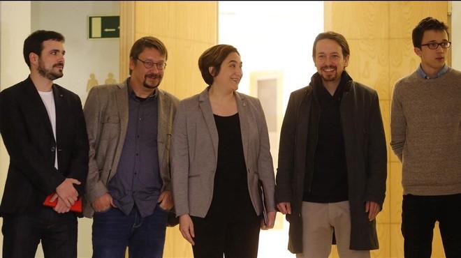 Garz�n, Dom�nech, Iglesias y Errej�n acompa�an a Colau en un coloquio en Madrid.