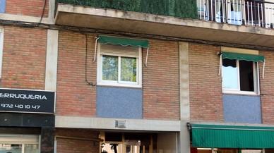 Una niña de 6 años que estaba sola en casa cae al vacío desde un segundo piso en Girona