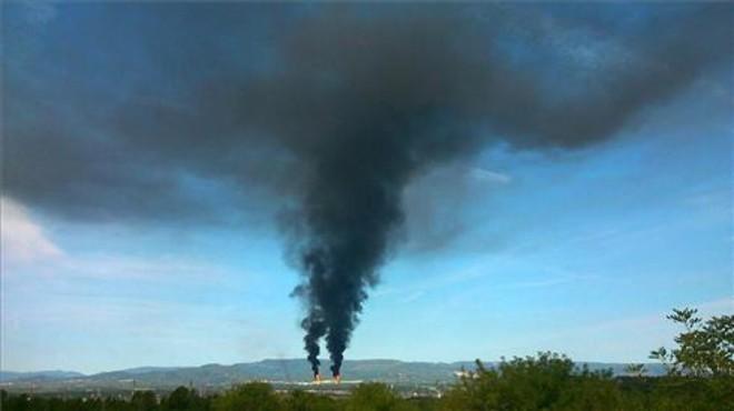 humo en la petroqu�mica de Tarragona