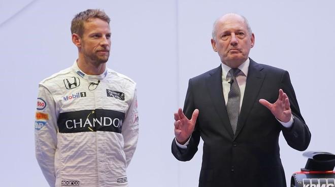 Jenson Button y Ron Dennis, juntos en 2015.