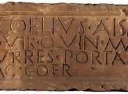 Lápida de Caius Coelius, procedente de la muralla romana de Barcelona y depositada en el Museu d'Arqueologia de Catalunya.