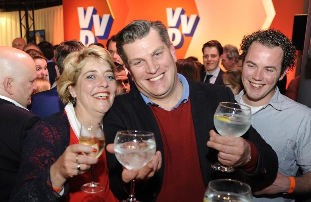 Holanda se felicita mientras la ultraderecha sigue avanzando