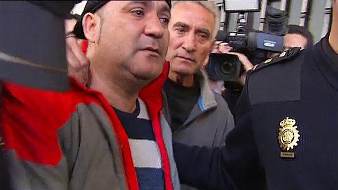 La Policía detiene a Andrés Bódalo, concejal de Jaén en Común, en la sede del Sat.