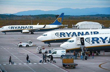 Aviones de Ryanair en el aeropuerto de Girona