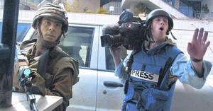Un reportero en una zona de Cisjordania, el año pasado.