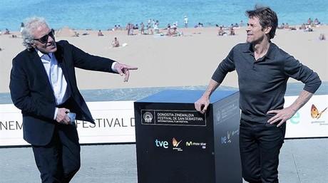 El cineasta Abel Ferrara (esquerra) fa broma, ahir, en el festival de Sant Sebasti�, amb l'actor Willem Dafoe, a qui ha dirigit a 'Pasolini'.