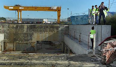 El muro que ha se ha roto y ha provocado la inundaci�n del AVE de Girona.