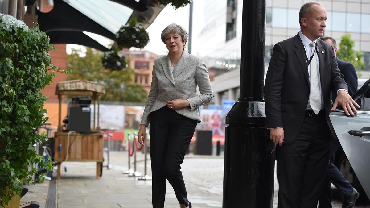 zentauroepp40368223 security personel r keep watch as britain s prime minister171001142337