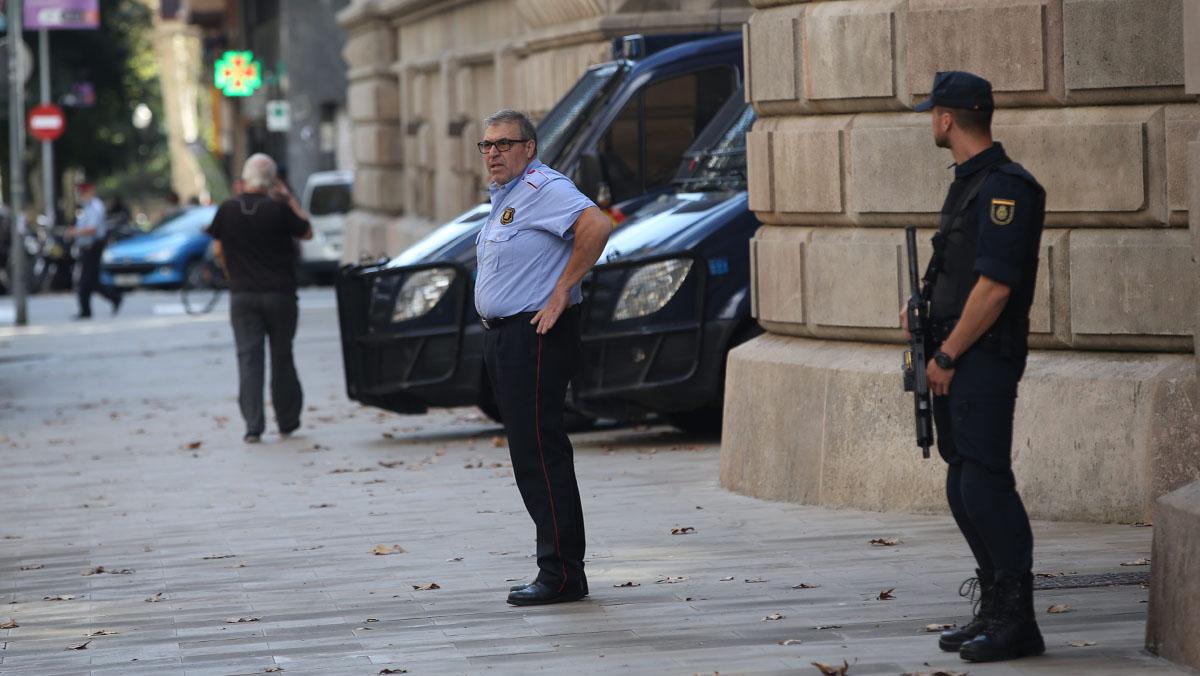 TSJC cede a Policía Nacional la custodia del edificio, con Mossos a su mando