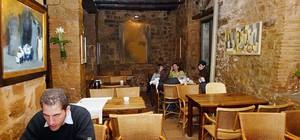 Acogedora decoración del restaurante Cafè de l'Acadèmia.