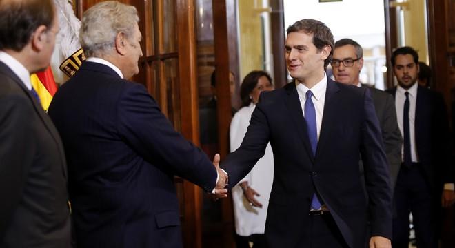 Els pactes de després del 20-D i la reforma de la Constitució monopolitzen l'acte del Congrés