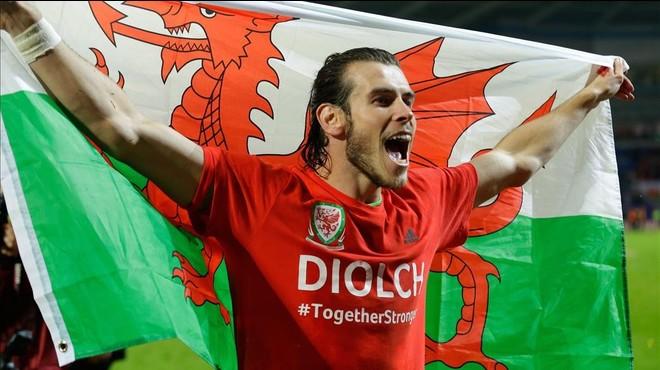 Bale celebra la clasificaci�n de Gales para la Eurocopa.