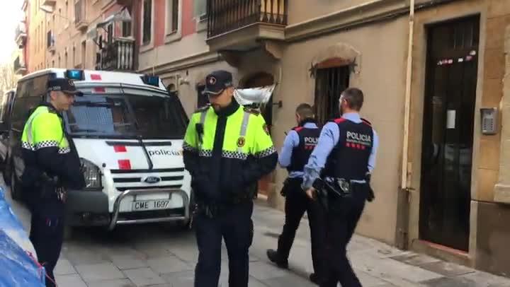 Operació policial a la Barceloneta contra el tràfic de droga.