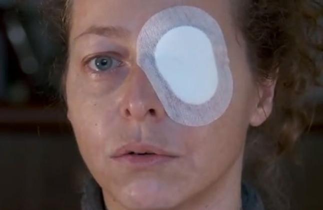 Los tuiteros se vuelcan para apoyar a la mujer que perdió un ojo por una pelota de goma el pasado 14-N en BCN