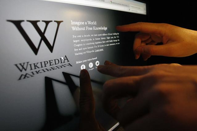 Facebook, lo más consultado en Wikipedia en el 2012