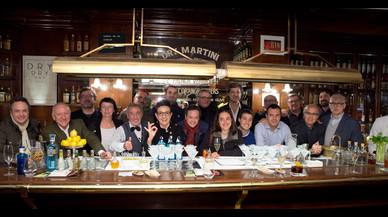 Javier de las Muelas, con varios de los chefs que han participado en su libro 'Cocktails & Food'.