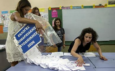 Los sondeos dan una ligera ventaja al 'no' en el refer�ndum de Grecia