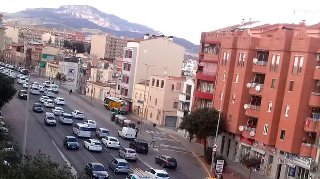 Los taxistas de Sabadell protestan por la decisi�n de la Funeraria de conceder el servicio de acompa�amiento a una �nica empresa de alta gama.