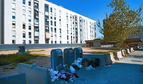 Pesadilla vecinal en el Besòs por tres bloques invadidos