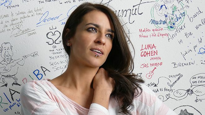 La cantante y compositorainterpreta 'Respirar' de su álbum 'Cambio de piel'.