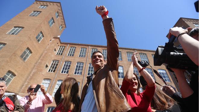 Pedro Sánchez da la sorpresa con más de 57.000 avales, y arrolla en número de avales en Catalunya