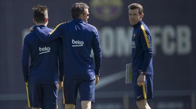 Pol (preparador f�sico), Luis Enrique y Unzu�, en un entrenamiento del Barcelona.