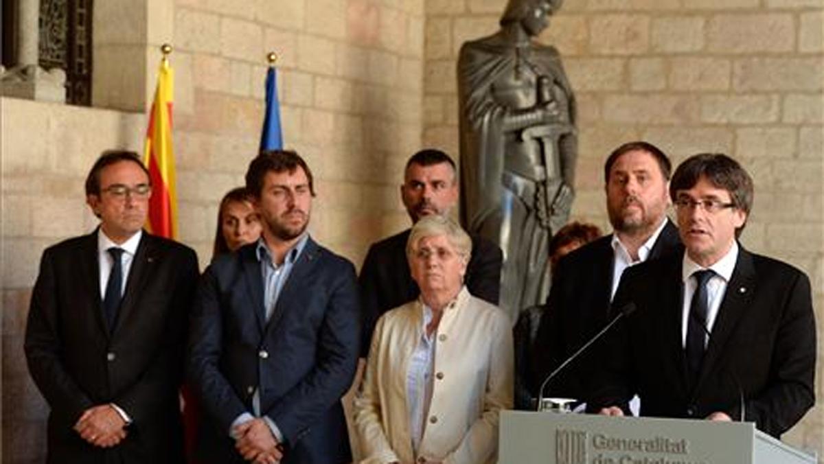"""Puigdemont denuncia la """"suspensió de l'autogovern"""" i l'""""estat d'excepció"""""""