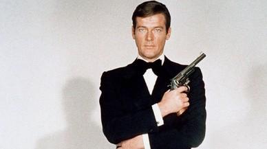 Roger Moore, en una imagen promocional de 'Vive y deja morir'.