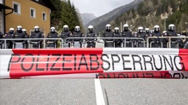 Àustria envia blindats a la frontera amb Itàlia per frenar els refugiats