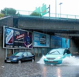 Una tormenta bate el récord de intensidad de lluvia en Barcelona 1312060756356
