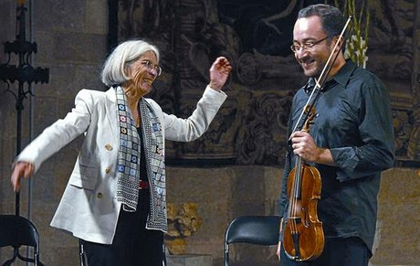 Donna Leon y Riccardo Minasi, durante el espectculo que ofrecieron en Peralada.