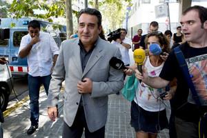 Manuel Bustos surt del jutjat de Sabadell, el setembre passat.