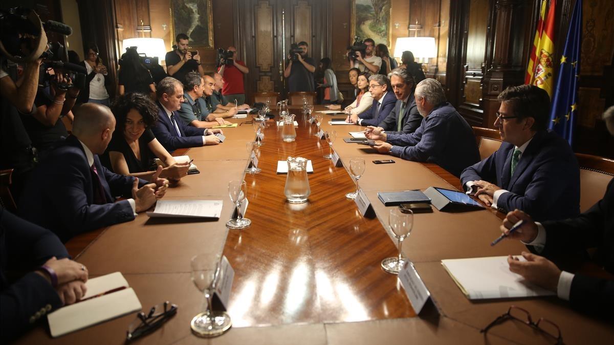 El ministro Inigo de la Serna preside el comite de crisis por el cirio del aeropuerto de El Prat