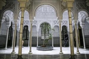 Interior de la casa Alhambra, con la réplica del Patio de los Leones, en la calle Berlinès, 5.