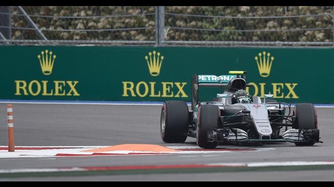 Rosberg aprofita la mala sort de Hamilton