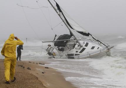 Ascienden a seis las víctimas del huracán 'Irene' a su paso por la costa este de EEUU