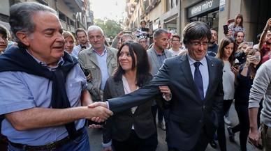 Puigdemont come y se pasea en Girona