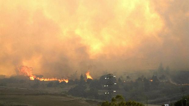 Centenars d'evacuats en un incendi forestal a Gran Canària