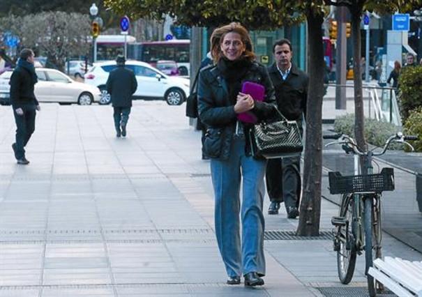 Cristina se re ne con el abogado de urdangar n en barcelona for Oficinas caixa barcelona