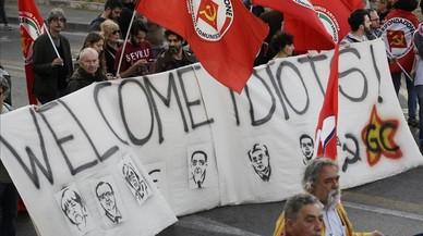 Roma se manifiesta en paz a favor y en contra de la UE