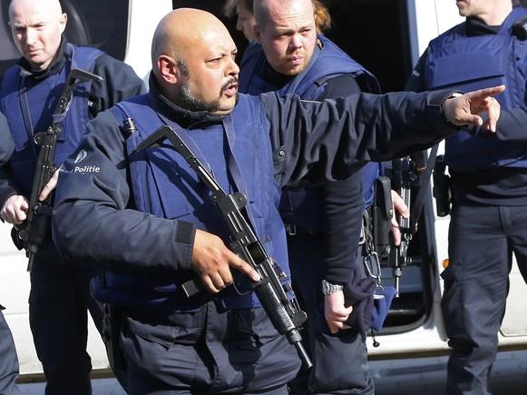 Cuatro policías heridos y un presunto terrorista muerto en Bruselas